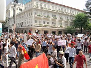 Biểu tình ở Saigon thành công ở Sài Gòn ngày 12 tháng 6, 2011. Source Dám làm báo.Photo Cao Lập