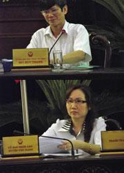 Từ trên xuống: Ông Bùi Huy Thành, Chánh VP UBND tỉnh Hưng Yên, Bà Đặng Bích Thủy, Chủ tịch huyện Văn Giang. Courtesy NguyenXuanDien