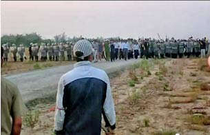 Hàng ngàn công an và bộ đội trấn áp người dân các xã Xuân Quan, Phụng Công và Cửu Cao huyện Văn Giang hôm 24/4/2012