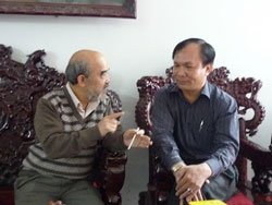 GS Đặng Hùng Võ và luật sư Minh đang thảo luận Blog nguyenquangvinh (cuvinh)