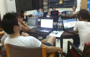 Cảnh làm việc lúc 1 giờ sáng của các sinh viên trong BTC của kỳ Đại Hội 6 tại Philippines