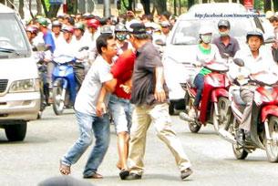 Nhiều người bị bắt giữa đường phố cũng không có gì là lạ; những người bị bắt hôm 12/6 đều không hiểu vì sao mình bị bắt. RFA Screen shot
