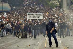 Người dân Hy Lạp biểu tình, bạo loạn gần tòa nhà Quốc hội Hy Lạp