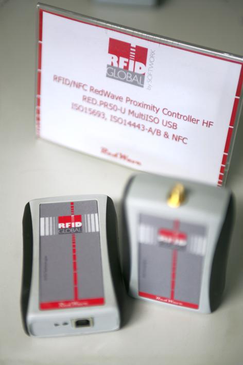 RFID device RedWave by RFID Global