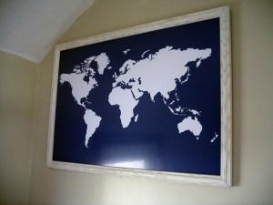 こんなカンジに飾った世界地図。