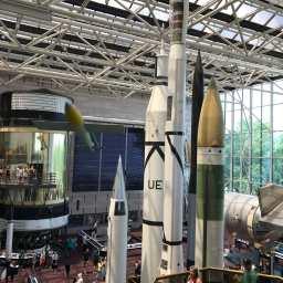 4日目最終日はワシントンDCに向かい国立航空宇宙博物館を見学。アポロ11号打ち上げ50周年記念で館内は激混みでした。パーキングから博物館まで、37℃の炎天下の中を30分歩きました。