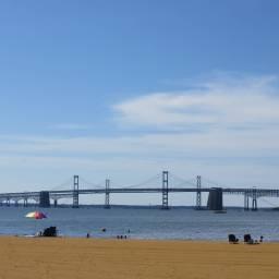 滞在3日目はチェサピーク湾沿いにあるビーチ。この橋はアナポリスからデラウェア州に向かう高速道路の橋です。