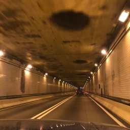 我が家からメリーランド州に向かう途中、ペンシルバニア州を通ったときにあったトンネルです。高速道路のトンネルなんて、NYに行った時以来の約20年ぶりでした。