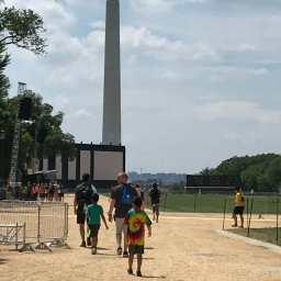 そして、ワシントン記念塔。アボロ11号打ち上げ50周年記念のイベントの準備をやってました。