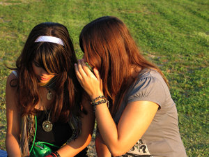 gossip girls 1: conversation, female, friends, friendship, girl, girls, gossip, gossiping, outdoors, park.sit, sitting, talk, talking, teenager, Teenagers, tell, telling, young, youth