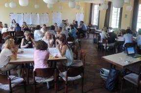 01400 47.212  Foto Gesprächsrunden beim Fachtag 2016 Bildungsnetzwerk Kita – Grundschule(P000454142)