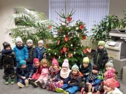 Weihnachtsbaumschmücken in der Filiale Meckenheim (P) Foto Kreissparkasse Köln