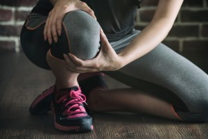 Athlete Undergoing Sports Injury Rehab for Knee Injury| RhodesPT.net