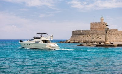 Yacht for daily excursions or wedding reception