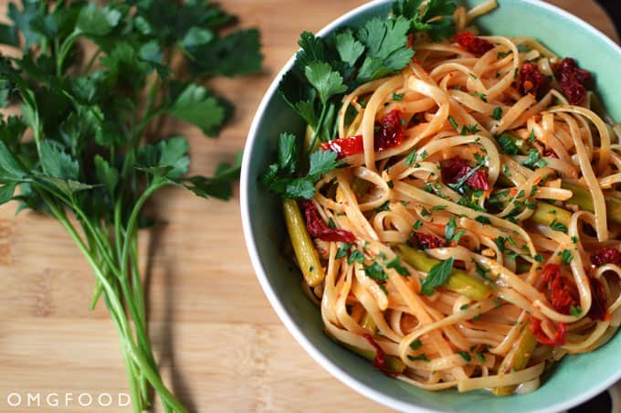 OMGFOOD's linguine with asparagus and sun-dried tomatoes