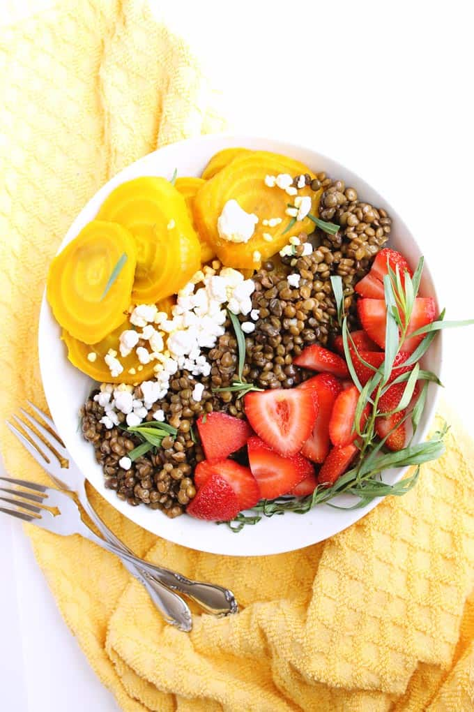 Golden beet and lentil salad with strawberries recipe! A simple, healthy and satisfying vegetarian and gluten free meal. So good!