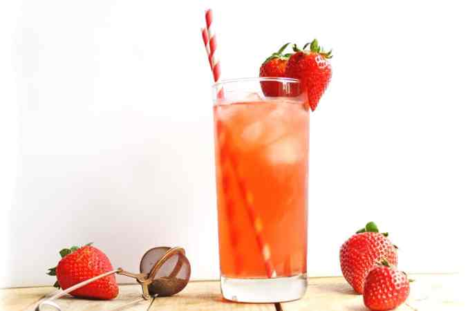 Strawberry nettle iced tea