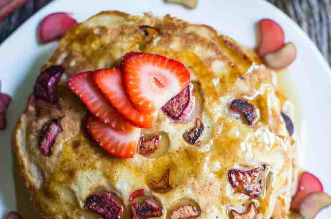 Vegan rhubarb pancakes
