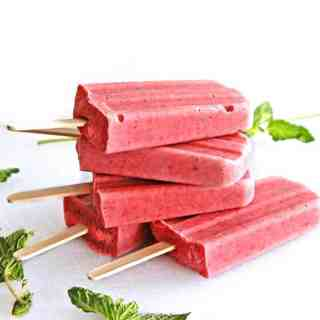 Strawbery basil ricotta popsicles