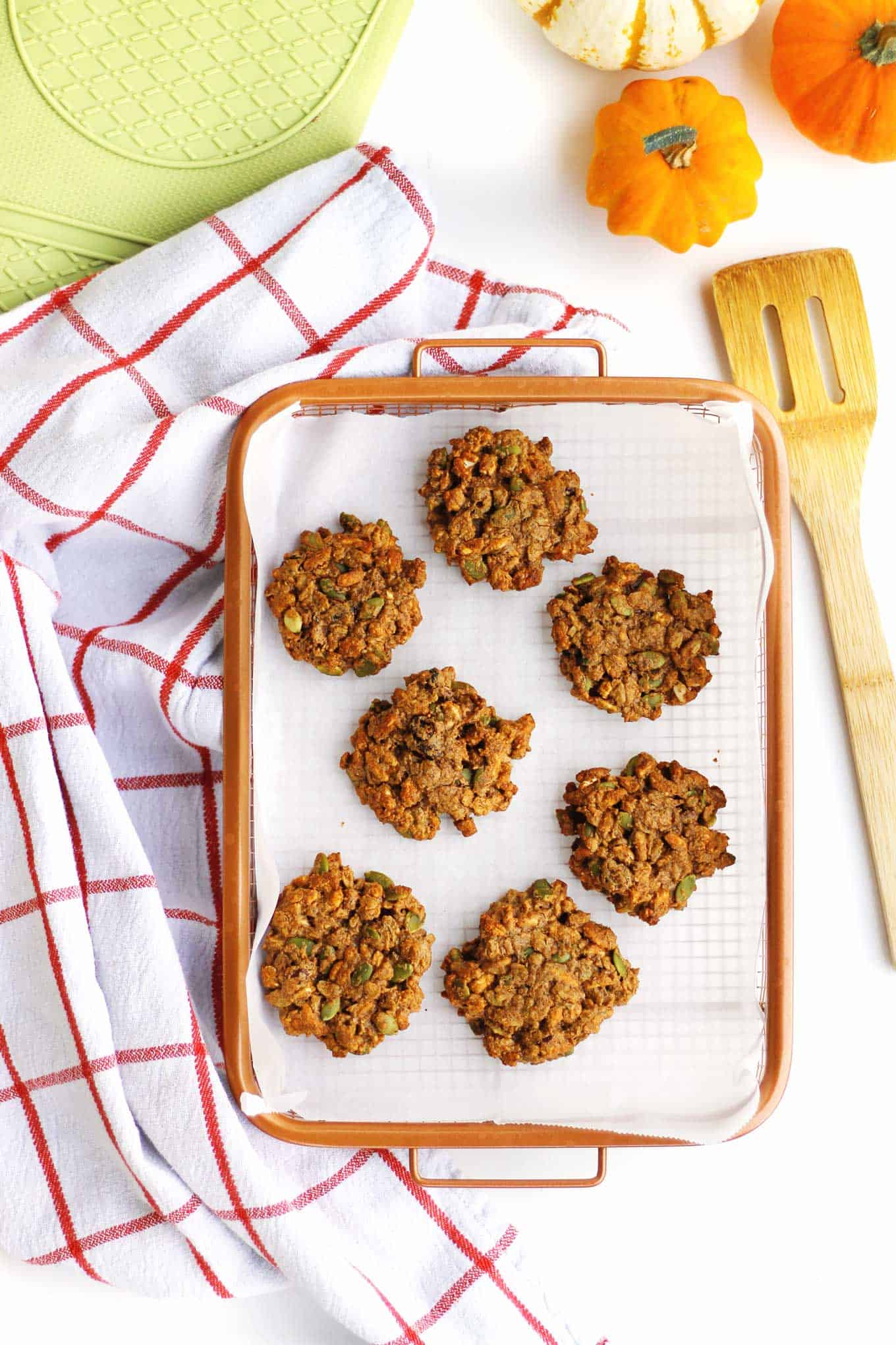 Pumpkin spice oatmeal morning cookies recipe! These vegan and gluten-free, healthy oatmeal cookies from The Vegan 8 cookbook are the perfect grab and go breakfast. // Rhubarbarians // breakfast cookies / nut-free option / #vegancookies #pumpkinspice #rhubarbarians #vegan8