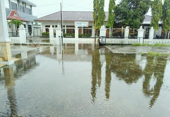 Kasihan, Gedung Bawaslu Riau Banjir Setinggi Lutut Orang Dewasa