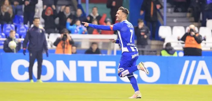 Lucas Pérez celebra un gol con el Deportivo