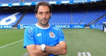 Rubén Coméndez en el área técnica del estadio de Riazor