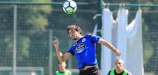 Alejandro Arribas rematando balón de cabeza entrenamiento del Deportivo Coruña del 28 de julio
