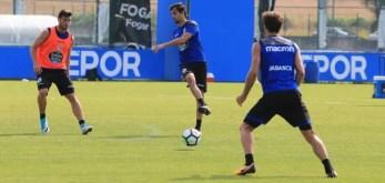 Arribas pasando balón entrenamiento Abegondo Deportivo del 18 de julio