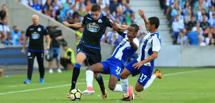 Fede Valverde intentando superar rivales en el FC Porto vs Deportivo