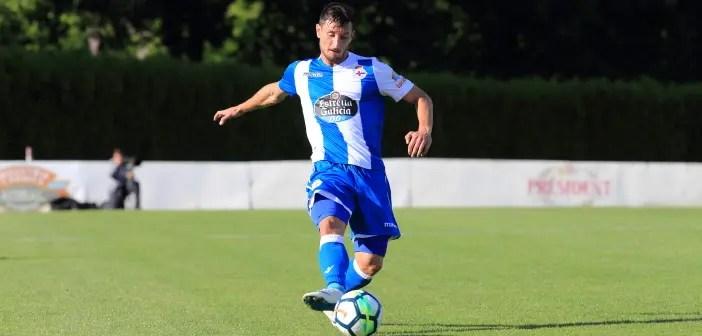 Borja Valle pasa el balón contra Racing Vilalbés