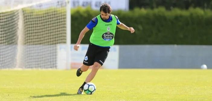 Alejandro Arribas a punto de golpear balón entrenamiento en Vilalba el 9 de agosto