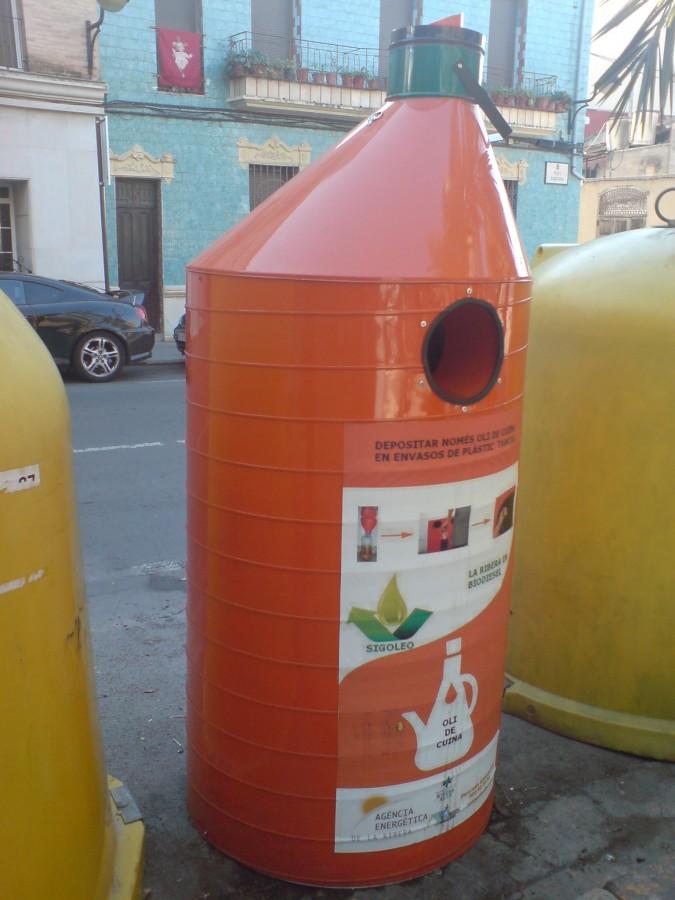 Algemesí recoge cerca de 4.000 litros de aceite usado doméstico durante este año