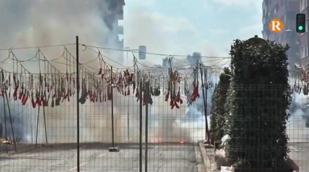 Alzira dispara la tercera mascletà