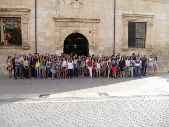 Benvinguda als/les becaris/es del programa «la dipu et beca» a l'ajuntament d'Alzira 2015
