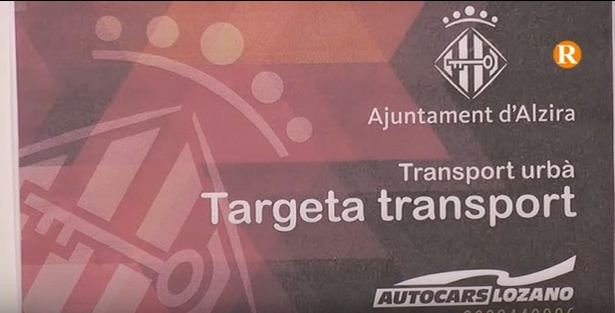 La targeta social d'Alzira permetrà utilitzar el servei municipal d'autobús de manera gratuïta.