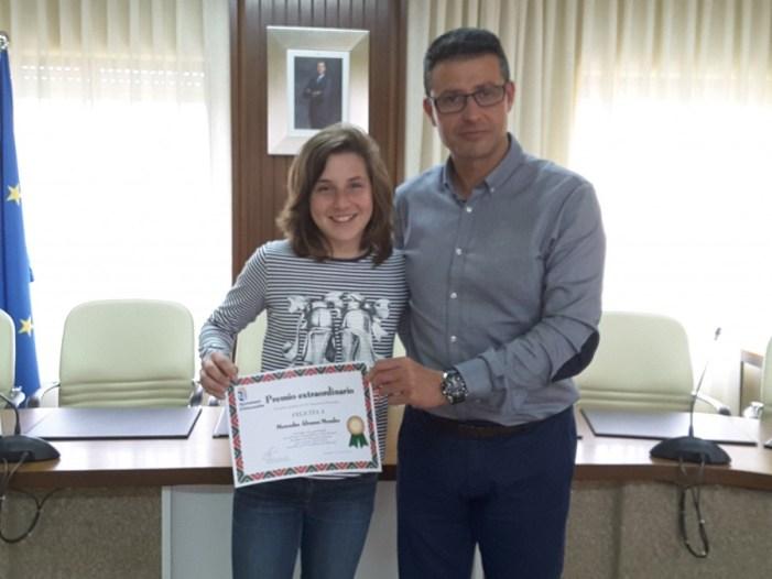 Premi Extraordinari al Rendiment Acadèmic per a una exalumna del CEIP Pontet d'Almussafes