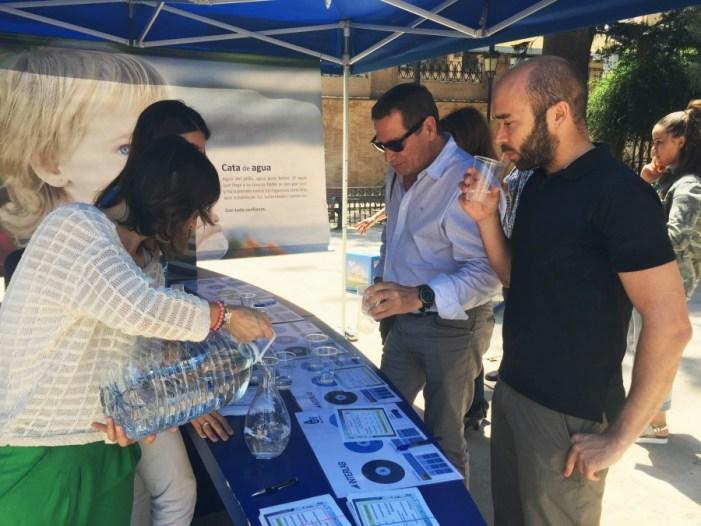 Un tast a cegues contra els prejudicis de l'aigua potable de Cullera