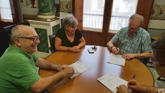 L'Ajuntament de Carcaixent firma un conveni amb la Confraria de la Mare de Déu