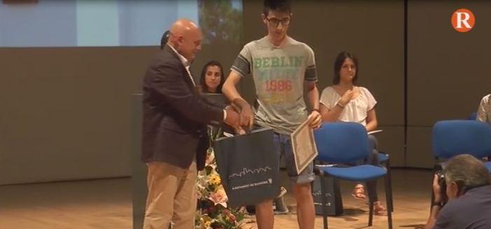 Benimodo entrega els premis literaris en homenatge a Vicent Andrés Estellés en la seua 14 edició