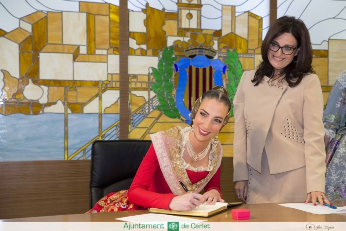 La Fallera Major de València, Raquel Alario, visita Carlet en un dia històric per a les falles carletines