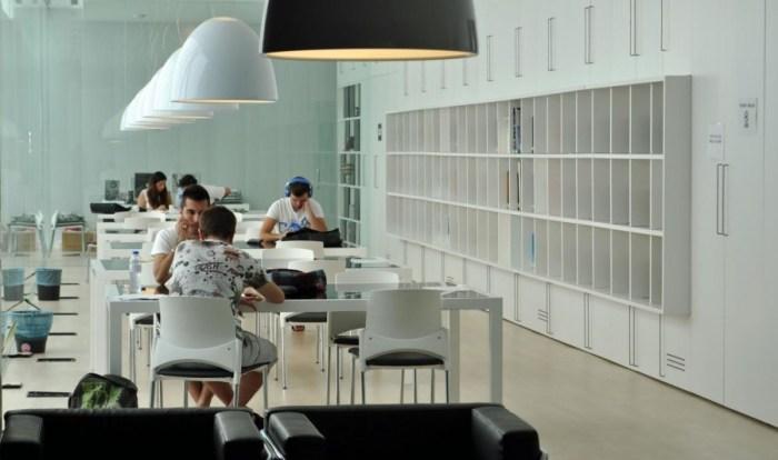 La biblioteca d'Alberic amplia el seu horari en època d'exàmens