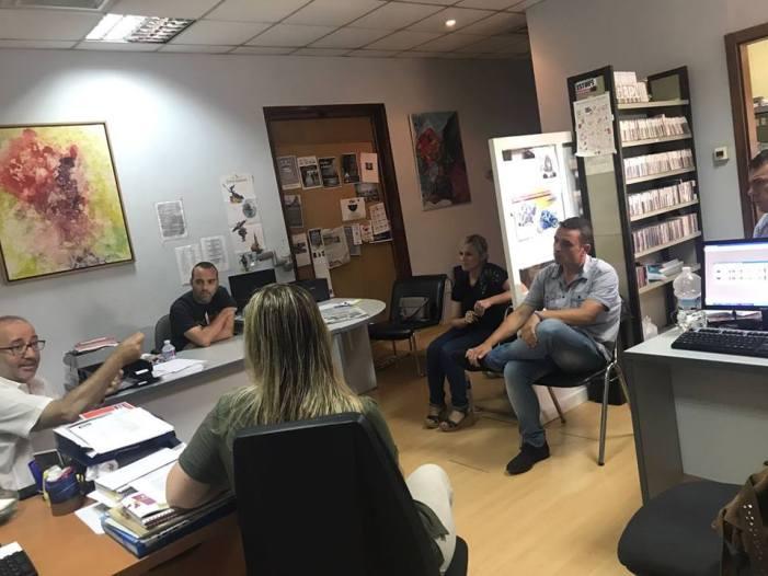 El govern local s'ha reunit amb les treballadores i treballadors de la Piscina i Alzira Ràdio