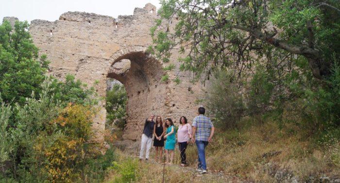 Maria Josep Amigó es compromet a treballar per avançar en les tasques de manteniment del Castell de Corbera