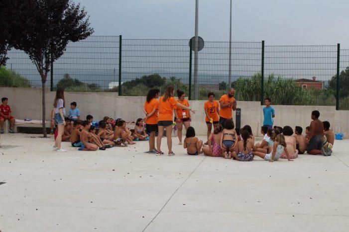 350 xiquets i xiquetes gaudixen de l'escola d'estiu d'Alzira