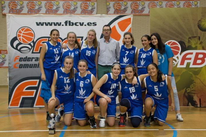 El cadet femení blanc del C.B. Almussafes, finalista de la Lliga Valenciana 2017