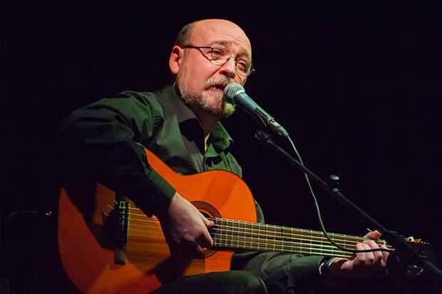 El cantautor Miquel Pujadó homenatja a la música valenciana en 'Nits amb la Cultura' d'Almussafes