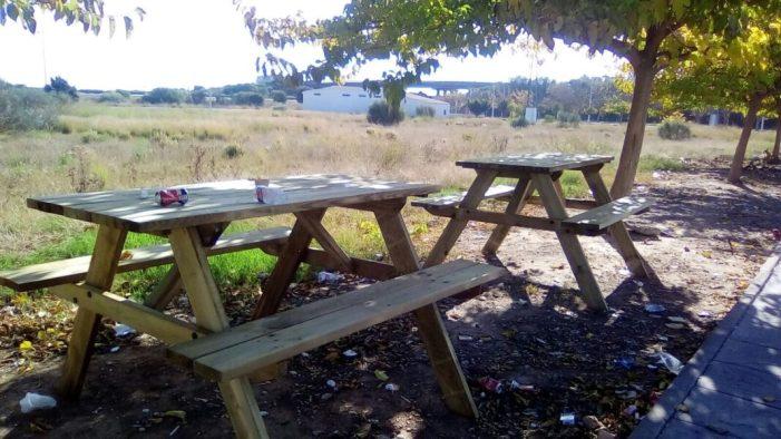 Algemesí dota amb taules de picnic les zones verdes dels polígons Cotes i Pepe Miquel