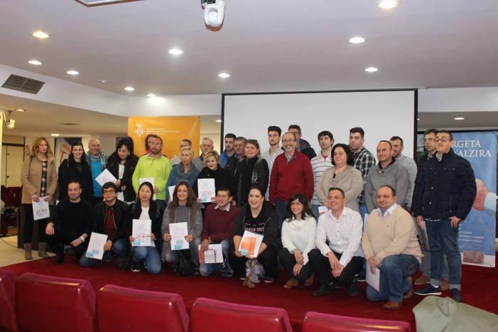Alzira atorga 36 noves ajudes a la creació d'empreses 'EMPRÉN'