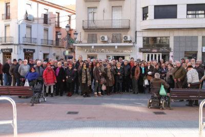 Vora un centenar de persones es manifesten a Sueca per una pensió digna